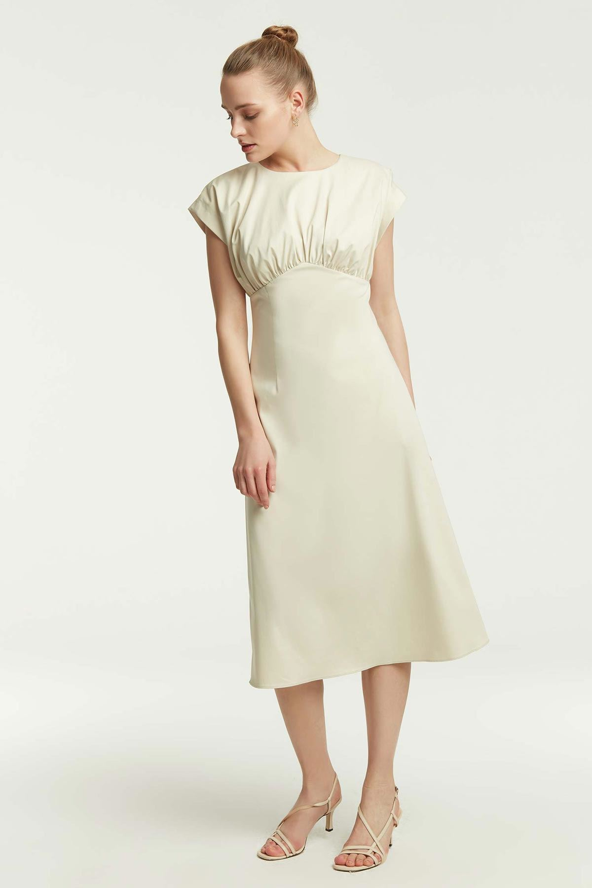 Önü Büzgülü Kloş Elbise Bej
