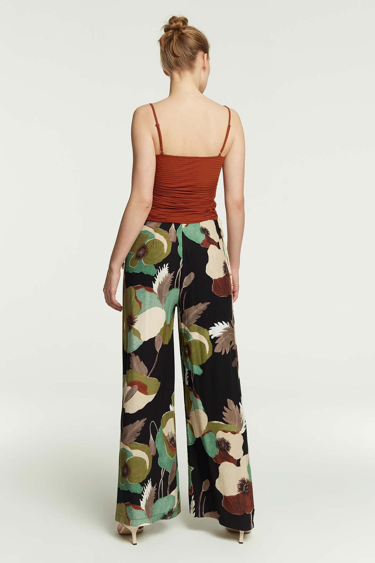 Yan Biye Detaylı Çiçek Desenli Pantolon Multi