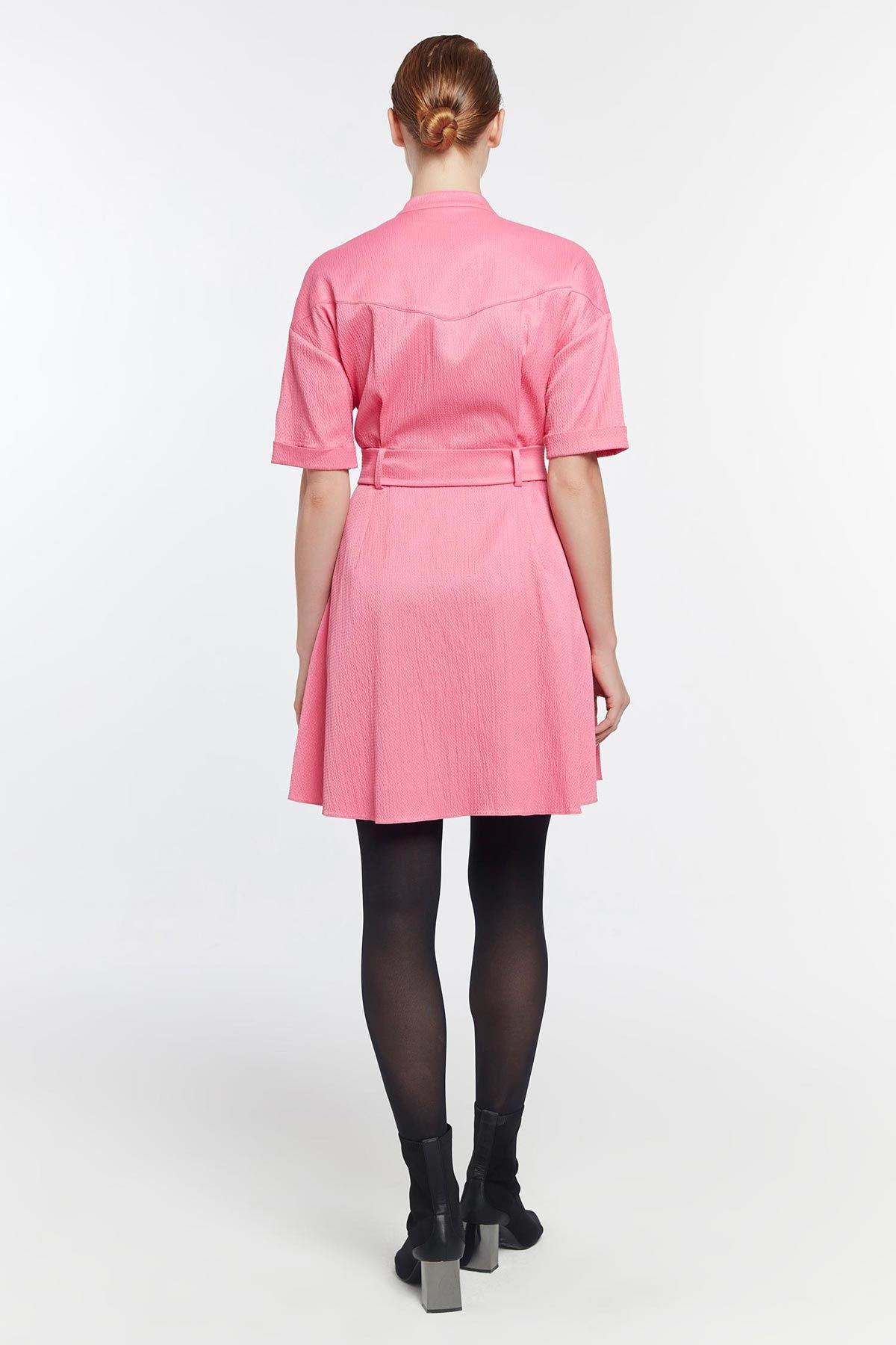 Düğme kapama kemerli elbise Pembe