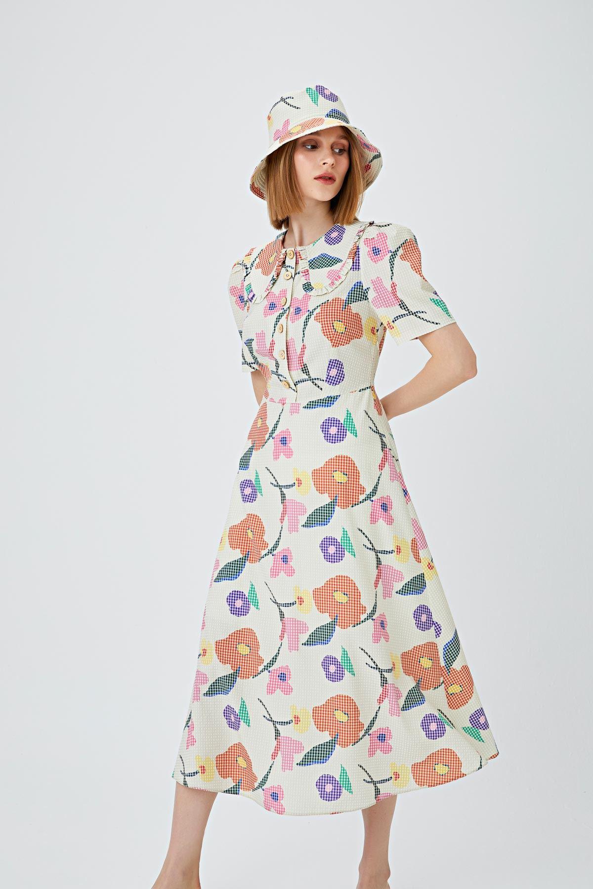 Çiçek desenli geniş yakalı elbise Bej