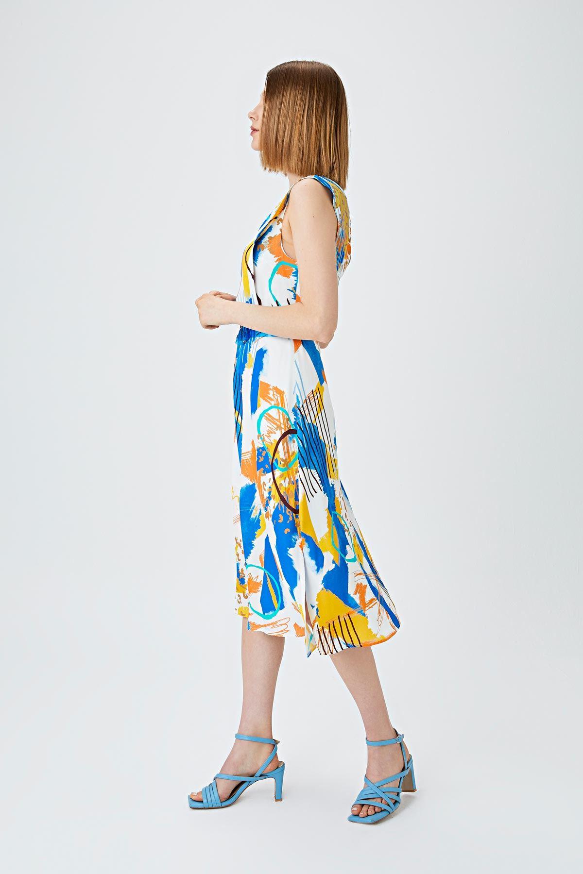 Yan yırtmaçlı desenli elbise Saks