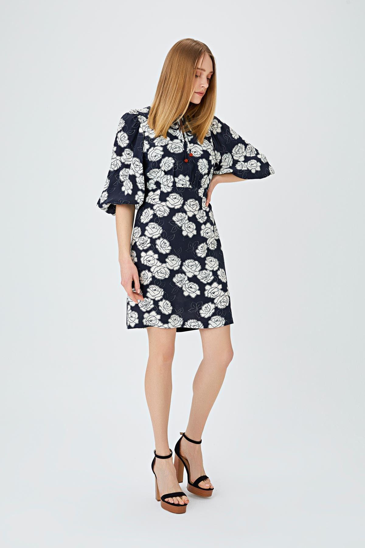 Balon kol çiçek desenli elbise Siyah