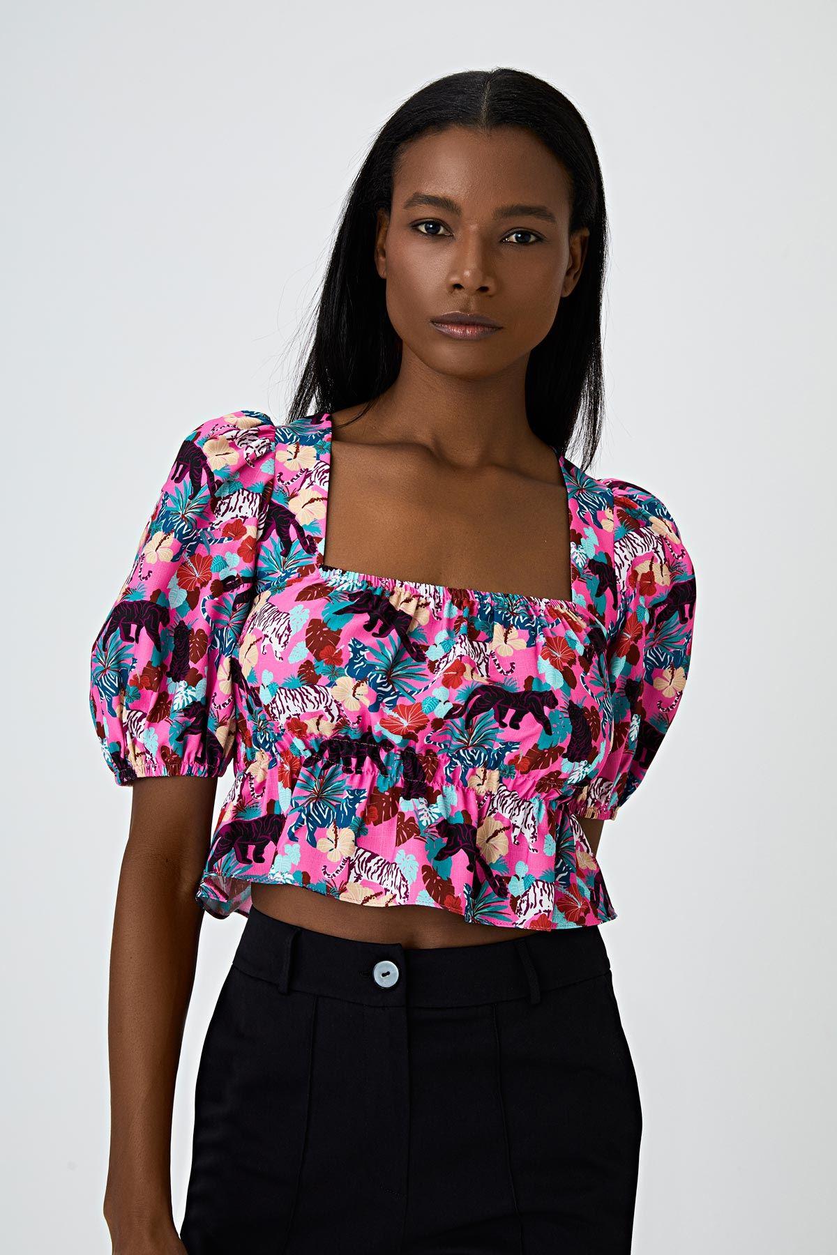 Kare yakalı pink safari desenli bluz Pembe